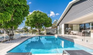 Casa Royale - Broadbeach Waters - Pool and Canal Views