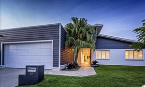 Casa Royale - Broadbeach Waters - Front of the house