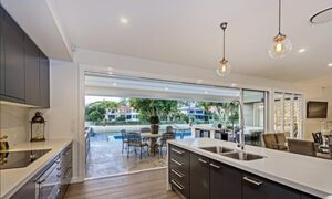 Casa Royale - Broadbeach Waters - Kitchen