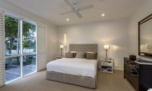Casa Royale - Broadbeach Waters - Master bedroom