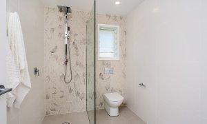 Castaway on Tallows - Byron Bay - Downstairs Ensuite Bathroom