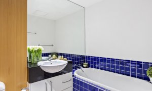 Catani Gardens - St Kilda - Main Bathroom