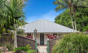 Cavvanbah Seaside Cottage - Byron Bay - Front of house b