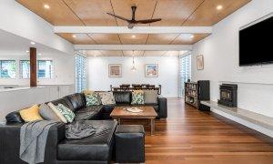Cavvanbah Seaside Cottage - Byron Bay - Lounge and dining