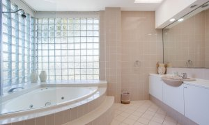 Chevron Oasis - Gold Coast - Bathroom with Spa Bath