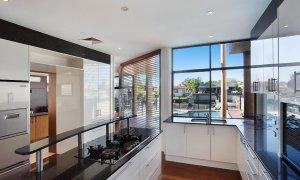 Chevron Oasis - Gold Coast - Kitchen
