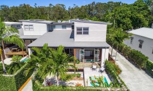 Clique 2 - Byron Bay - Front of House and Pool