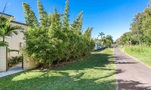 Clique 3 - Byron Bay - Rear Path to Town