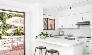 Cooinda - Byron Bay - Kitchen and Front Patio