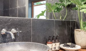 Eastern Rise Studio - Byron Bay Hinterland - bathroom vanity