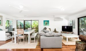 Gigis - Byron Bay - Living Area, Dining Area and Daybed