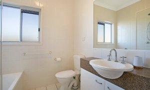 Harmony - Broadbeach - Bathroom with bath