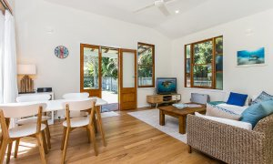 Turtle Bay - Dining & Living Area