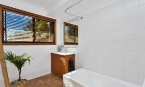 Jannah - Lennox Head - Main bathroom