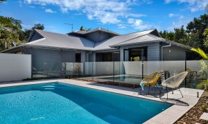 Jannah - Lennox Head - Pool and house view