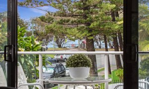 Jo's by the sea - Broadbeach - View from balcony