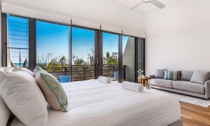 Kiah Beachside - Belongil Beach - Byron Bay - master bedroom and lounge