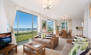 King Tide - Broadbeach - Living area