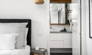 Kokos Beach Houses - Byron Bay - Master Bedroom on Landing e
