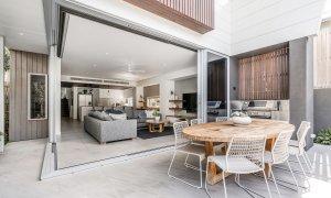 Kokos Beach House 1 - Byron Bay - Outdoor Dining Towards Lounge