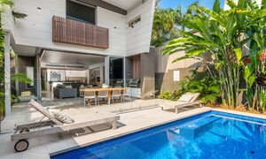 Kokos Beach House 1 - Byron Bay - Pool and House