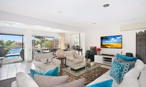 La Casetta - Broadbeach - Living area with views