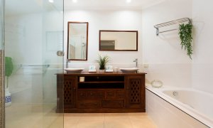 La Vida - Broadbeach Waters - Bathroom 1