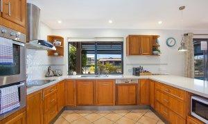 La Vida - Broadbeach Waters - Kitchen