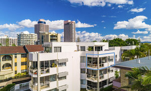 Lazy Dayz - Surfers Paradise - Aerial View Towards Apartment Outline