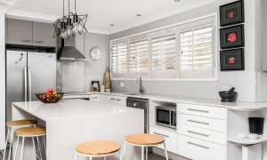 Lazy Dayz - Surfers Paradise - Kitchen