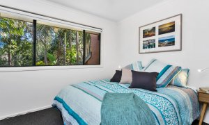 Mahogany Lodge - Byron Bay - bedroom 2 queen room