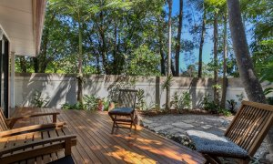 Mahogany Lodge - Byron Bay - shaded and private deck area