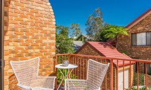 Mango Tree - Byron Bay - Bedroom Balcony with seating