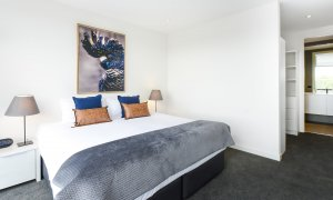 Murrumbeena Place 2 - Murrumbeena - Main Bedroom c