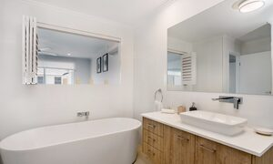 Ocean Walk - master bedroom ensuite with bath