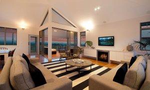 Vantage Over Byron - Living Area