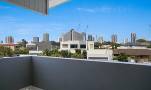Pacific Breeze - Broadbeach - Front of house balcony