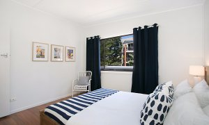 Petrel By The Sea - Nobby's Beach - Bedroom 2