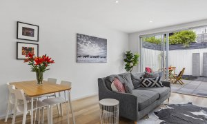 Port Haven - Port Melbourne - Dining and Living Area
