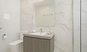 Ray Of Sunshine - Broadbeach Waters - Bathroom 1