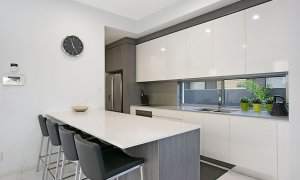 Ray Of Sunshine - Broadbeach Waters - Kitchen