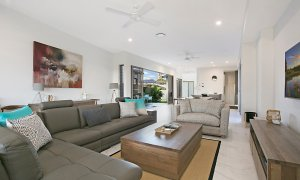 Ray Of Sunshine - Broadbeach Waters - Living area