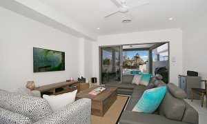 Ray Of Sunshine - Broadbeach Waters - Living room