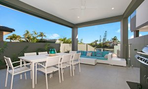 Ray Of Sunshine - Broadbeach Waters - Outdoor entertainment area