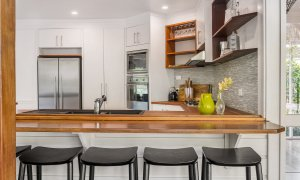 Rockinghorse House - Byron Hinterland - Kitchen breakfast bar