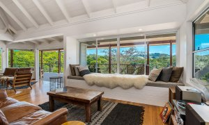 Rockinghorse House - Byron Hinterland - Lounge and window seat