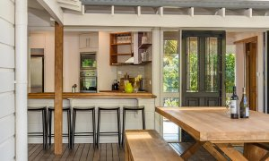 Rockinghorse House - Byron Hinterland - Outdoor Dining and view of kitchen