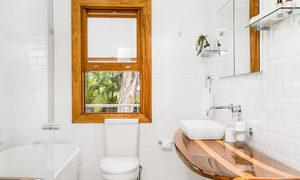 San Juan - Byron Bay - Bathroom Open Window