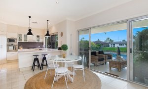 Sandy Shores - Gold Coast - Broadbeach - Kitchen and dining area