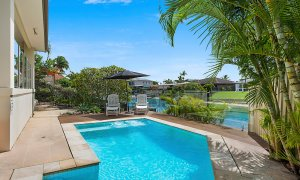 Sandy Shores - Gold Coast - Broadbeach - Pool and canal views
